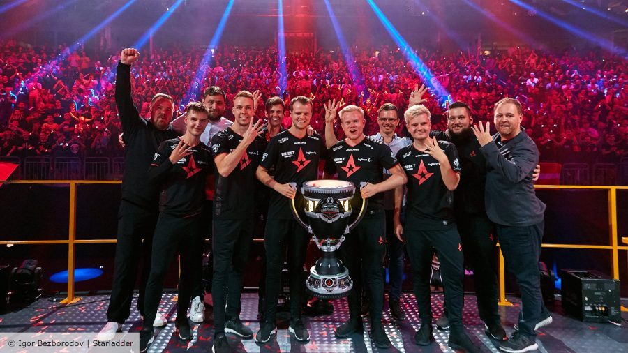 Astralis with the Starladder Berlin Major trophy