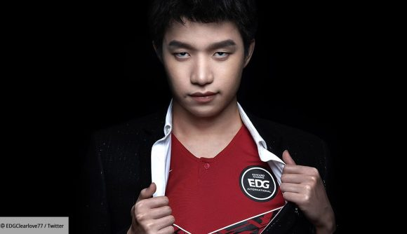 EDG Clearlove showing off his jersey underneath a suit