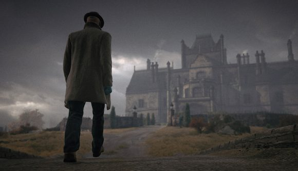 Agent 47 posing as a detective, heading to the manor house