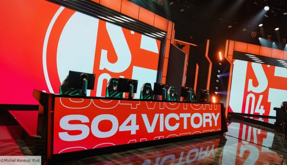 Screens in the LEC studio displaying the Schalke badge and 'S04 Victory' on a red background