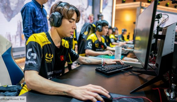 Vietnamese LoL player Zeros with his hand on his mouse, looking at his monitor