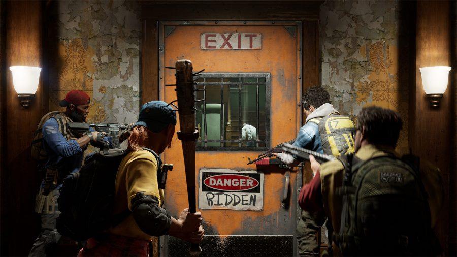 Quatro faxineiros se preparam para se aventurar fora da sala segura