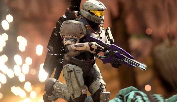 Master Chief clutches a purple gun
