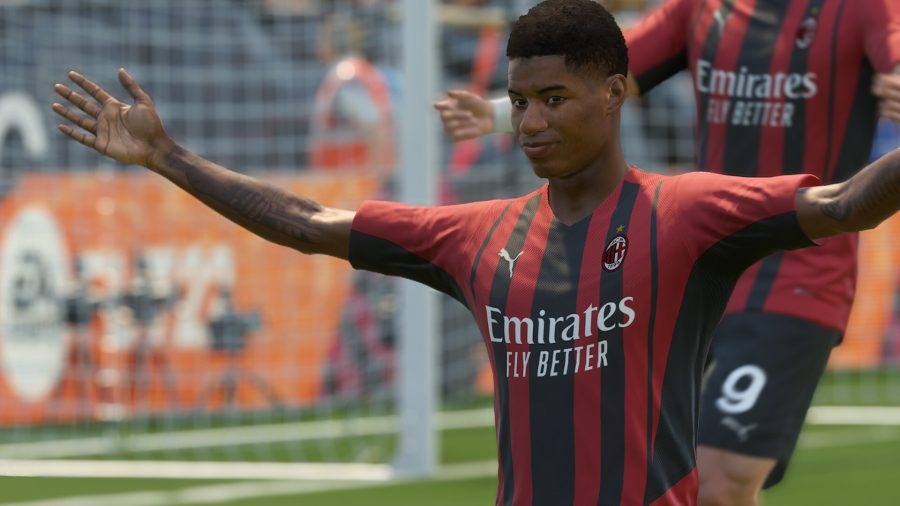 best FIFA 22 camera angles: Marcus Rashford can be seen with his arms out on the pitch.