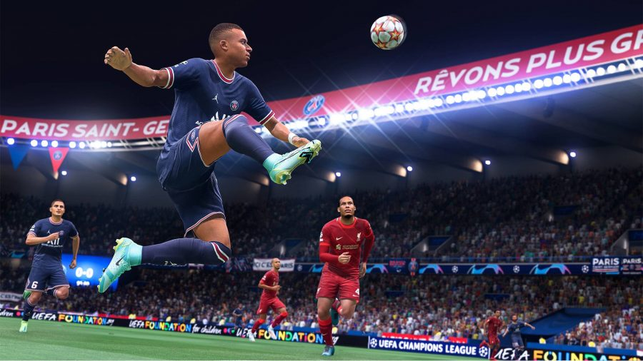FIFA 22 controller settings: A player can be seen stretching his leg out to catch a ball that was passed to him.