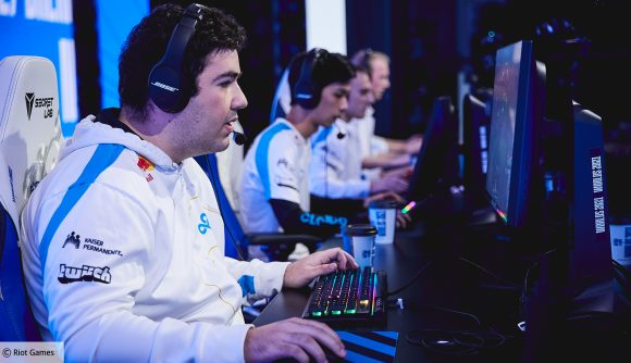 Fudge and his Cloud9 teammates playing at LoL Worlds 2021